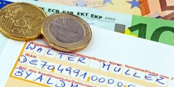 Wer mit dem Girokonto umziehen möchte, kann vor dem Wechsel durch einem Vergleich ein kostenloses Gehaltskonto finden.