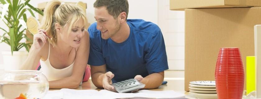 Wer als Mieter günstig umziehen möchte, holt seine Umzugsangebote rechtzeitig ein und kann dadurch unnötige Umzugskosten sparen.