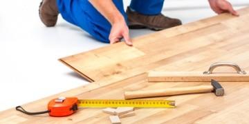 Wer Handwerkskosten sparen möchte, kann durch Auktionen wie z. B. bei Blauarbeit, günstige Angebote preiswerter Handwerker und Dienstleister finden.