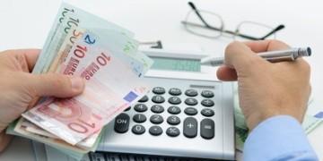 Wer für seine Mietkaution einen Kredit aufnehmen muss, kann mittels Anbieter-Vergleich einen günstigen Kautionskredit online abschließen.